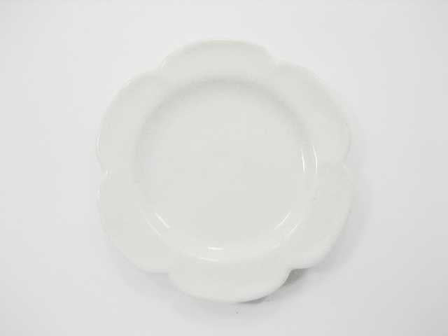 Dollhouse Miniature Kitchen Ceramic 9 White Scallop Plate Dish 4cm Supply 2357
