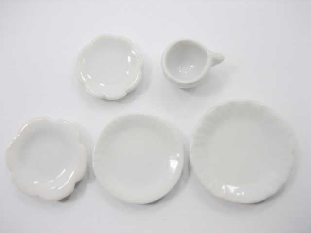 Dollhouse Miniature Ceramic 20 White Mixed Scallop Plate Dish Cup Saucer 3390