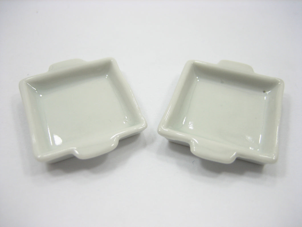 White Baking Pan/Tray 25x25 mm. Dollhouse Miniature Ceramic Bakery Supply