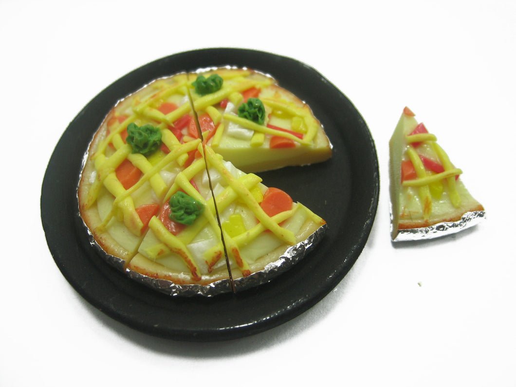 Dollhouse Miniatures Food 8 Slice Mixed Vegetable Sausage On Pizza Pan 10912