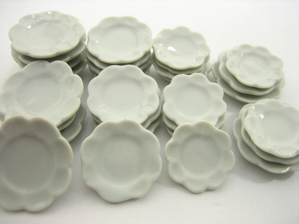 30 Mixed Size White Scallop Plate Dish Dinner Dollhouse Miniatures Ceramic 12688