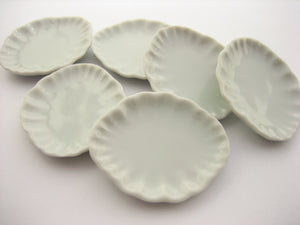 6 White Ceramic Fluted Plate Dish 30x37mm Dollhouse Miniature Supply 12800