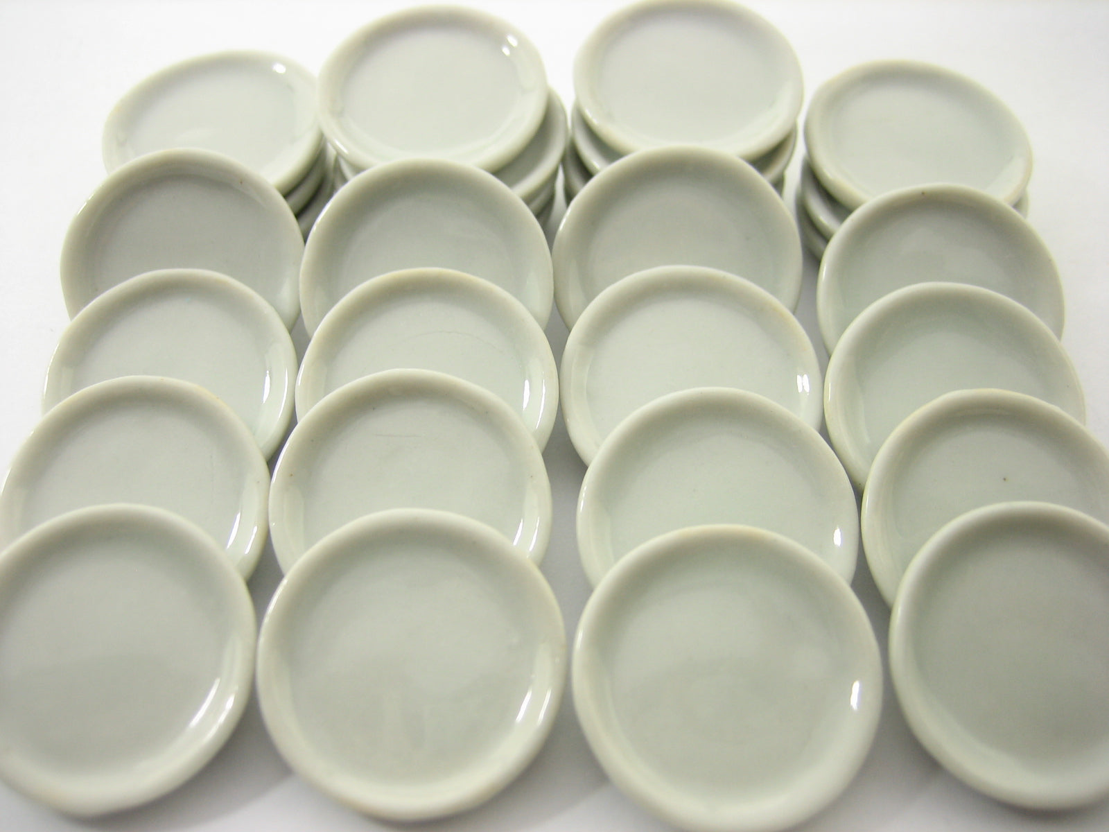 DOLLHOUSE MINIATURES 10 WHITE OVAL CERAMIC PLATE DISH FOR FOODS SUPPLY KITCHEN