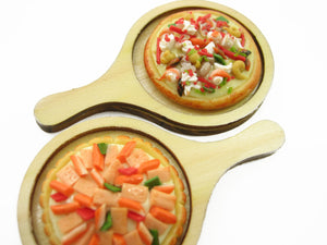 2 Whole Pizza On Wooden Serving Tray Dollhouse Miniatures Fast Food 13389