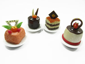 Dollhouse Miniatures Food 1:12 Mini Luxury Cake On Ceramic 4 Plates Supply 13932