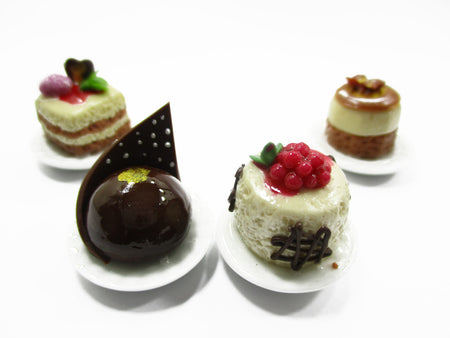 Dollhouse Miniatures Food 1:12 Mini Luxury Cake On Ceramic 4 Plates Supply 13934