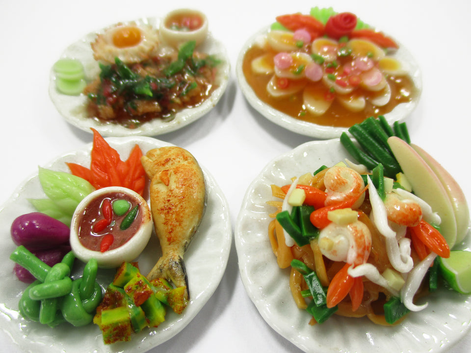 Dollhouse Miniature food 4 Ceramic Plates Thai Food 3.5 cm Food Supply 15316