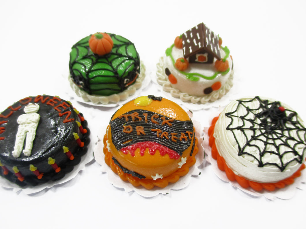 5x20mm Mixed Different Halloween Seasonal Cake Dollhouse Miniature Food 15431