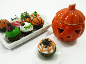 Dollhouse Miniatures Food Halloween Cup Cake Pumpkin Caved Jack-O-Lantern 15447