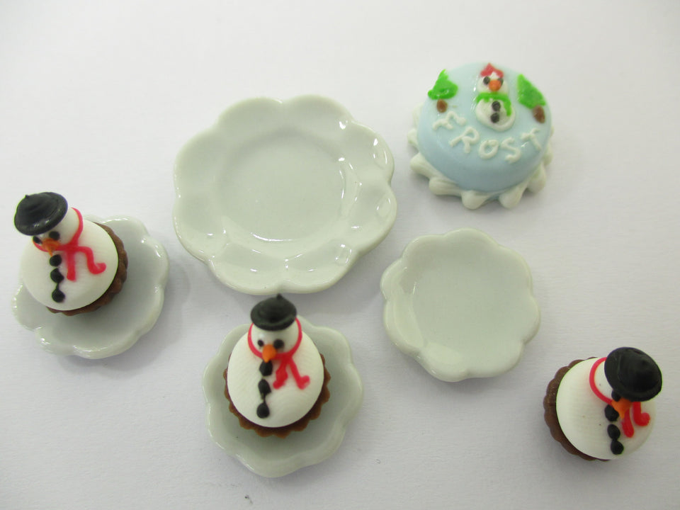 Dollhouse Miniature Christmas Holiday 1.5 cm Cake Snowman Cupcake Ceramic 15501