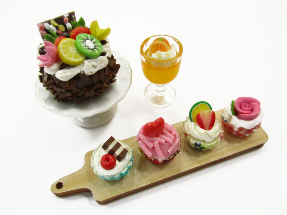 Dollhouse Miniature Food Tiny Cake On Ceramic Stand Cup Cake Bakery Set 15828