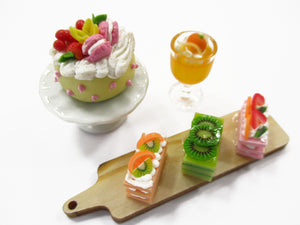 Dollhouse Miniature Food Tiny Cake On Ceramic Stand Cup Cake Bakery Set 15831
