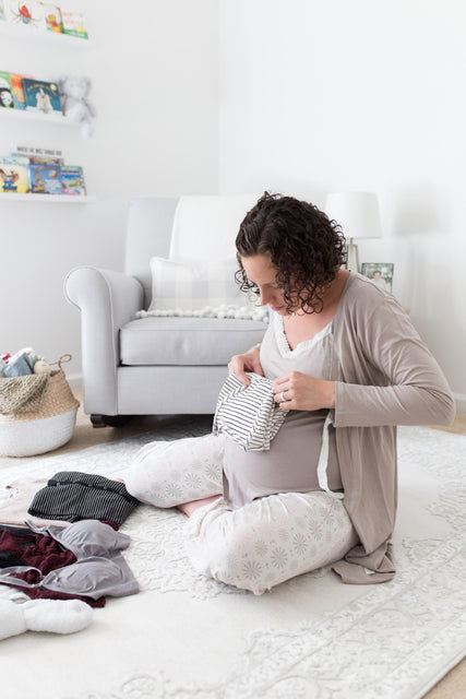 Expecting mommy blogger Home Sweet Ruby packs her neutral minimalist hospital bag essentials for pregnant nursing moms