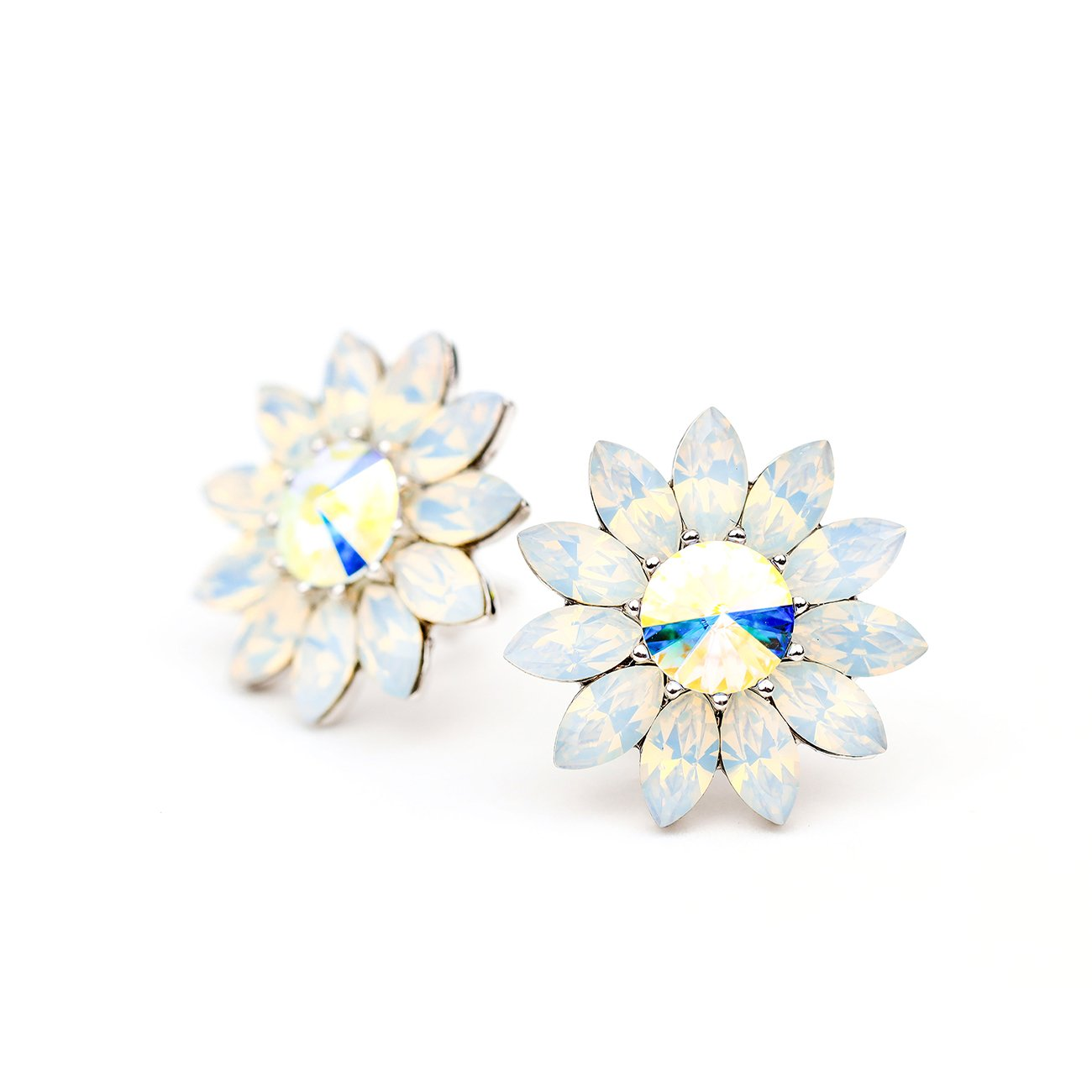 BLOOM ENDLESS LOVE FLOWER EARRING WHITE OPAL