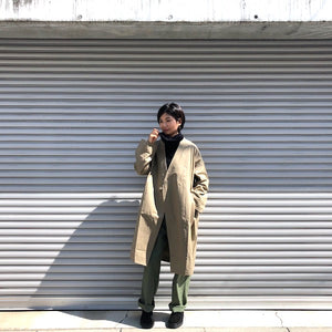 -〔WOMEN'S〕-  Kha:ki カーキ  COLLARLESS BELTED COAT