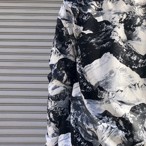 -〔MEN'S〕-  WHITE MOUNTAINEERING ホワイトマウンテニアリング  MOUNTAIN PRINTED SWEATSHIRT