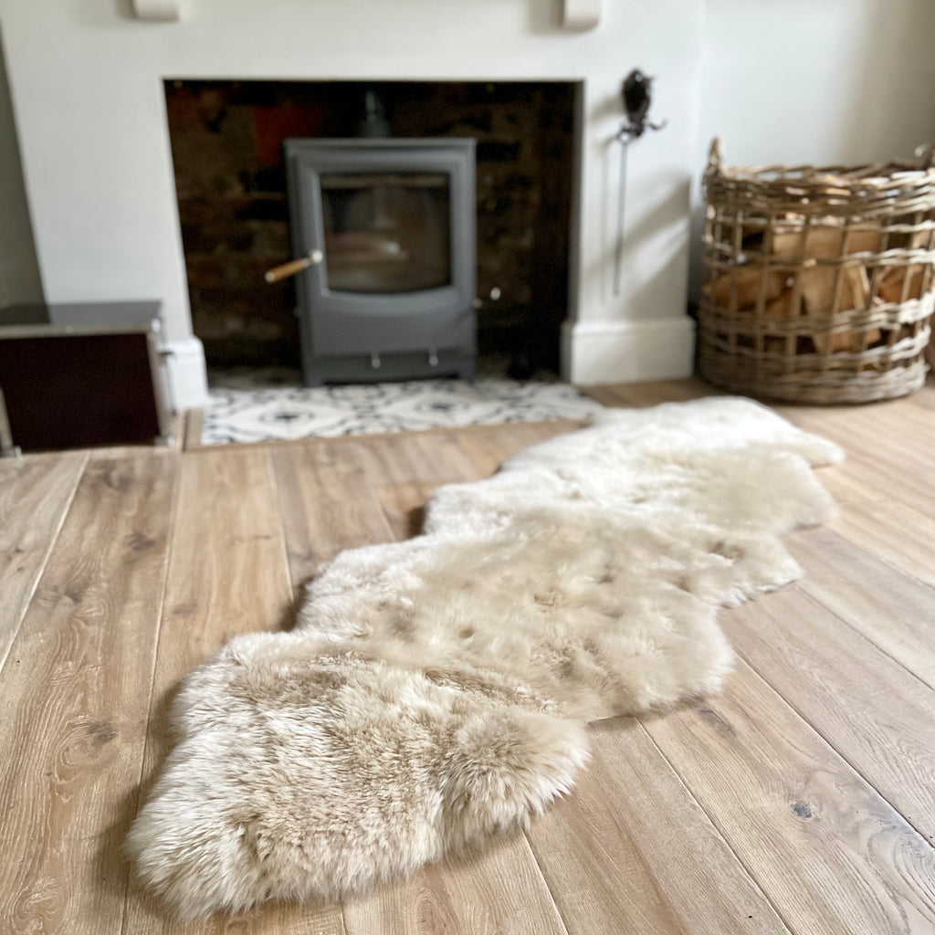 Double sheepskin rug in oyster