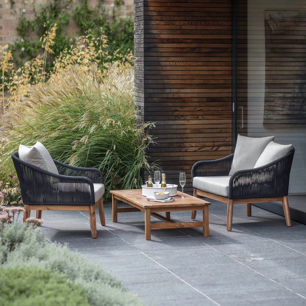 Luccombe set of two garden armchairs and table
