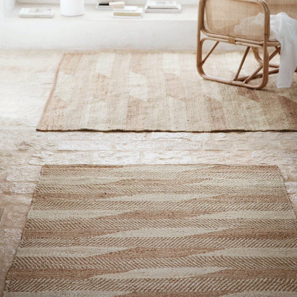 Geometric patterned jute rug in beige and white
