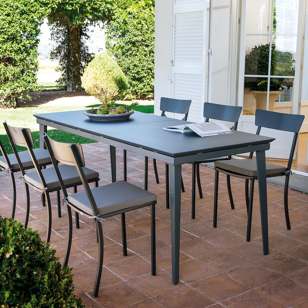 Morgan outdoor extendable dining table
