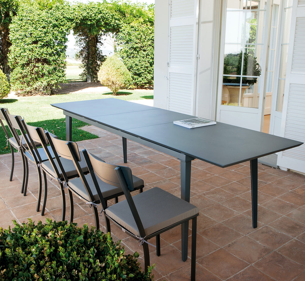 Extendable metal outdoor dining table
