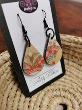 Load image into Gallery viewer, SD Earrings - Pink & white Chiyogami pattern