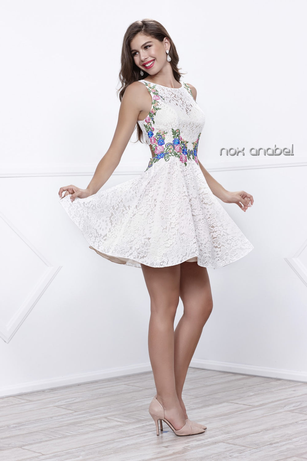 SLEEVELESS FLORAL EMBROIDERED BATEAU SHORT HOMECOMING DRESS