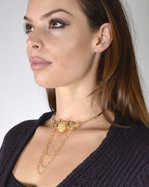 Stylish Choker Necklace with Metallic Pendant and curb Chain Accents