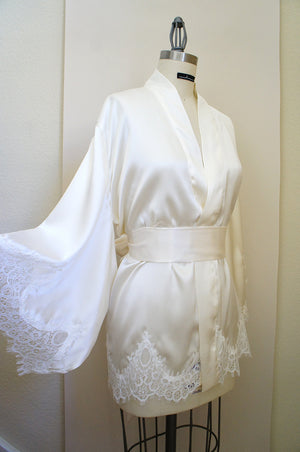 One Size Ivory Silk and Lace Appliqué Kimono