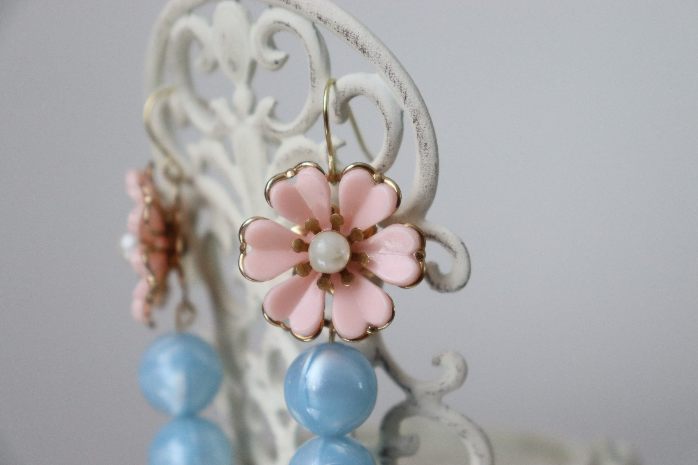 Fleures Roses + Perles Bleues Earrings