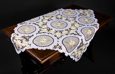 XD75029 Elegant Daisy Table Topper