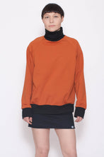 Laden Sie das Bild in den Galerie-Viewer, KOLO Berlin Sweater orange Streetwear gender neutral design urban wear kleidung online shop