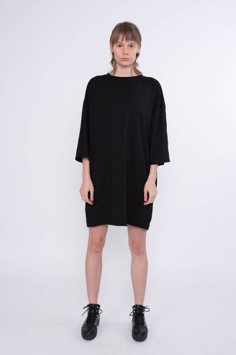 kleid dress shirt oversize KOLO Berlin urban wear streetwear gender neutrale kleidung clothing made in berlin schwarz black bio sweat fair fashion online shop unisex design mode