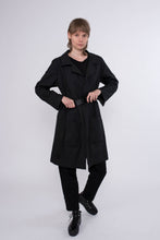 Laden Sie das Bild in den Galerie-Viewer, KOLO Berlin Trench Coat schwarz Streetwear gender neutral design urban wear kleidung online shop