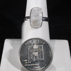 Ring moonstone cab size 7