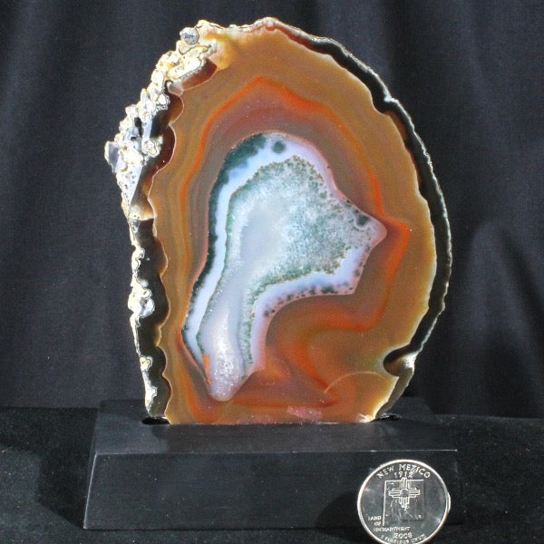 Agate polished slab with base