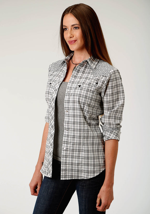 WOMENS BLACK GREY AND CREAM PLAID LONG SLEEVE SNAP WESTERN SHIRT