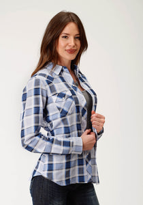 WOMENS BLUE AND WHITE PLAID LONG SLEEVE SNAP WESTERN SHIRT