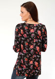 WOMENS BLACK GROUND FLORAL PRINT LONG SLEEVE KNIT TOP