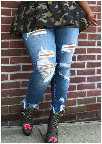 Curvy DISTRESSED DENIM Jeans