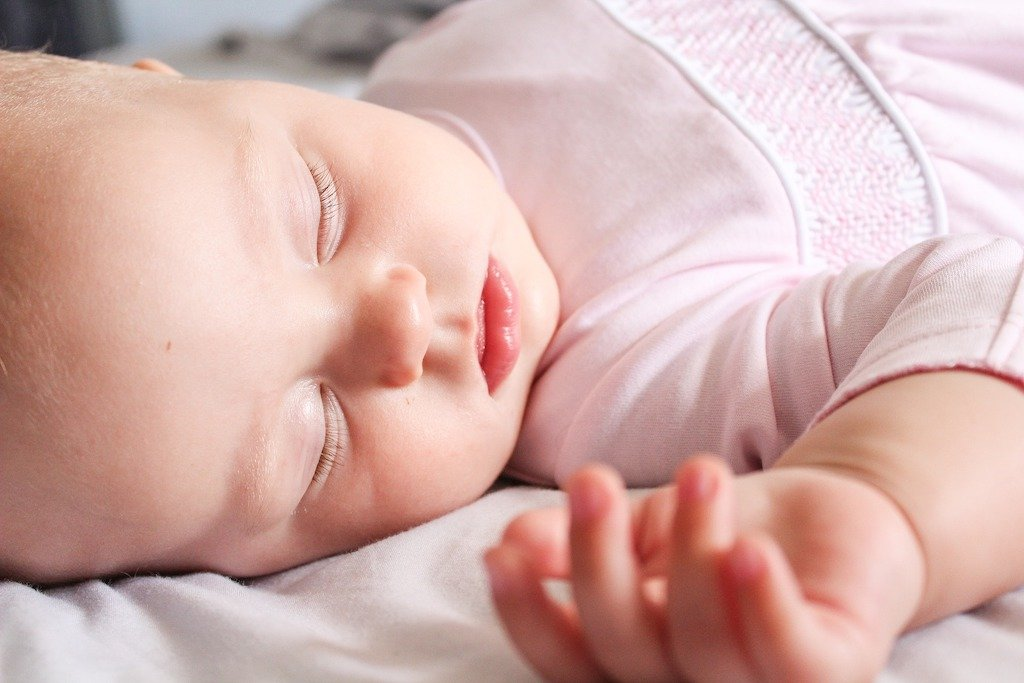 How to Help Your Child Adjust to the Clock Change_SnoozeShade.com