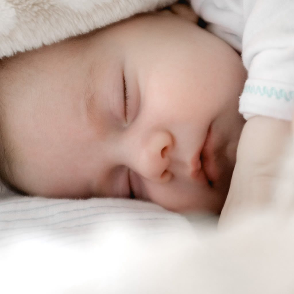 Baby sleep: staying safe in warm weather