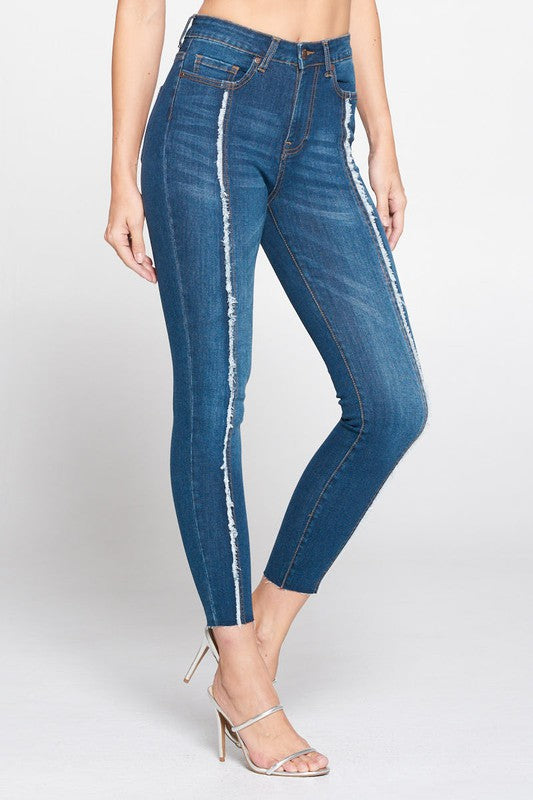 High-rise Jeans with Frayed Front