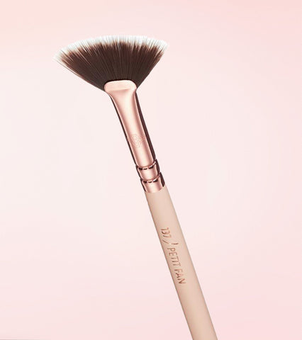 137 PETIT FAN BRUSH (ROSE GOLDEN VOL. 2)