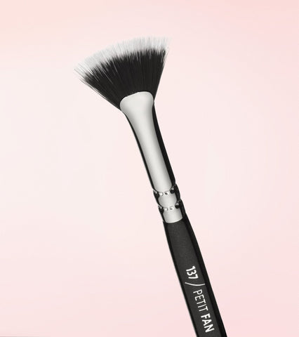 137 Petit Fan Brush