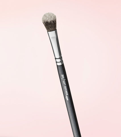 227v Soft Definer Vegan Brush