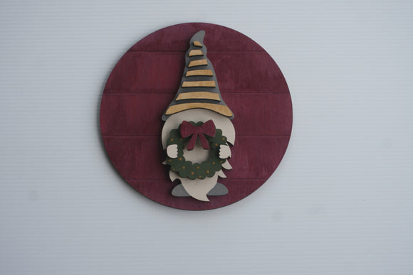 DIY Round gnome with wreath