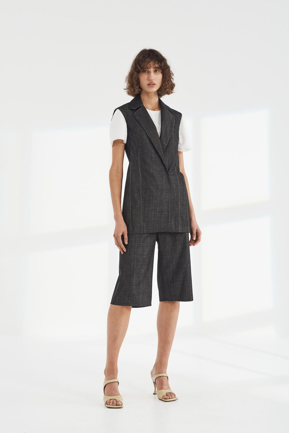 Avium sleeveless Jacket