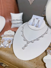 Load image into Gallery viewer, Pearl and Rhinestone Necklace Set
