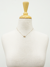 Load image into Gallery viewer, Gold Tri Pearls Dainty Pendant Satellite Chain Necklace